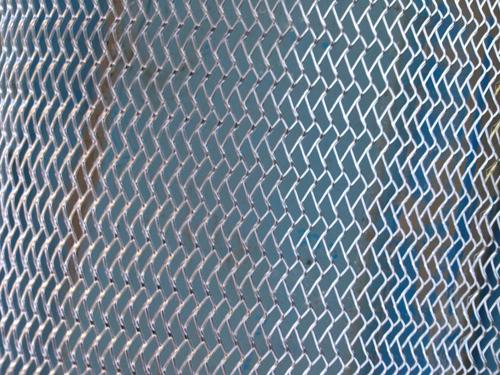 人字形钢板网